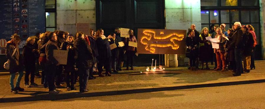 Rassemblement contre les violences faites aux femmes devant la mairie de Belley